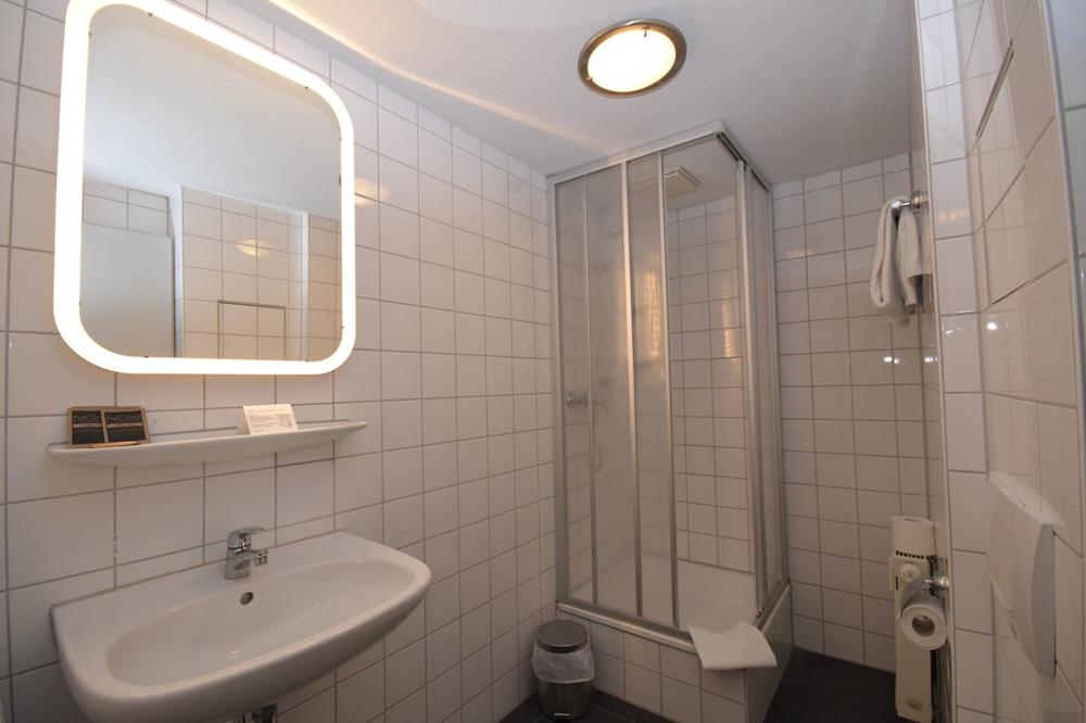 Bath Bathroom Gaestehaus Bavaria Regensburg Germany